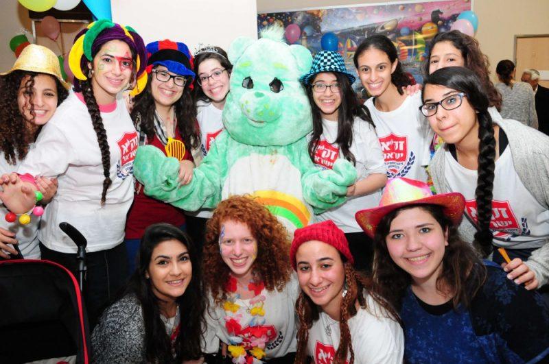 """מתנדבי זק""""א ישראל במסיבת פורים בבית החולים לילדים """"ספרא"""" בתל השומר"""