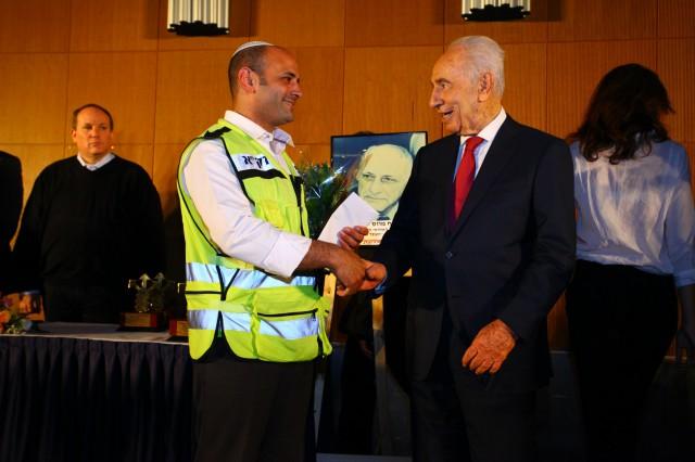 """מתנדבי זק""""א מרכינים ראש באבל על נשיא המדינה לשעבר מר שמעון פרס"""