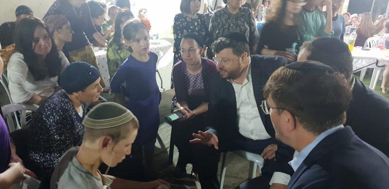 """בלב נרגש עזבו צוות ראשי זק""""א ישראל את ביתם בלוד של הרב איתן ושירה שנרב, הוריה של רינה שנרב הי""""ד, לאחר ביקור תנחומים מיוחד"""